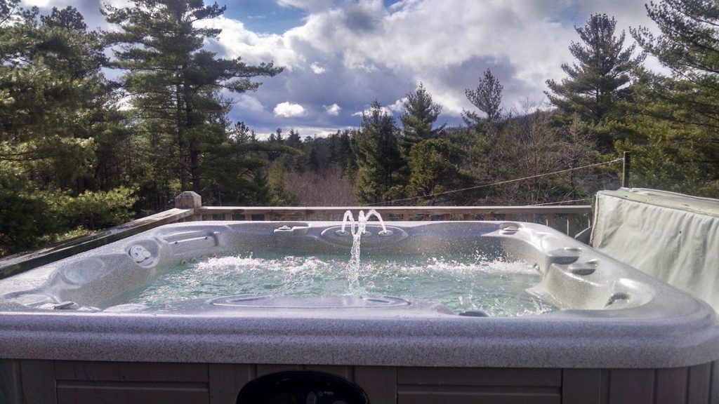 Bear Den Cabins with Jacuzzi
