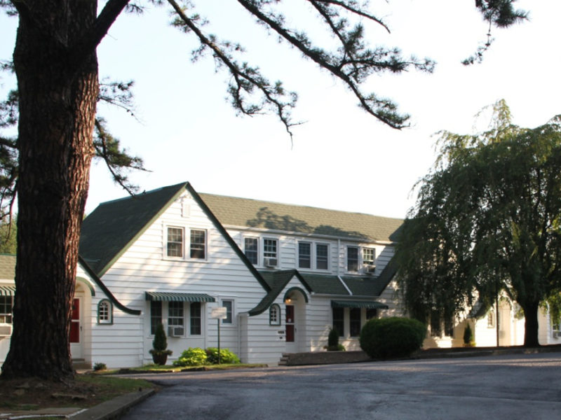 Pine Tavern Lodge
