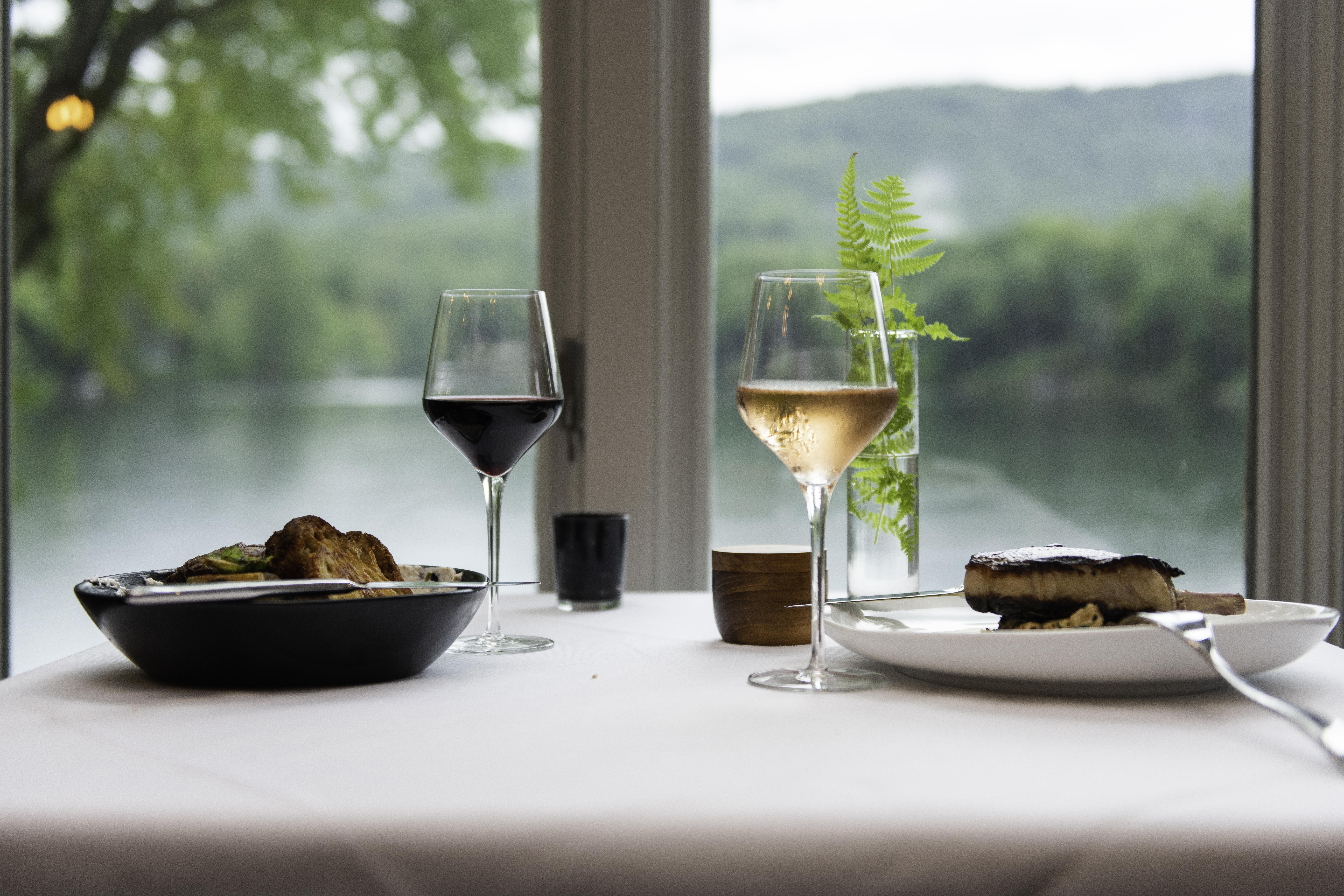 Greystone Inn Lakeside Dining